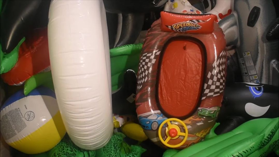 Mass popping toys trailer
