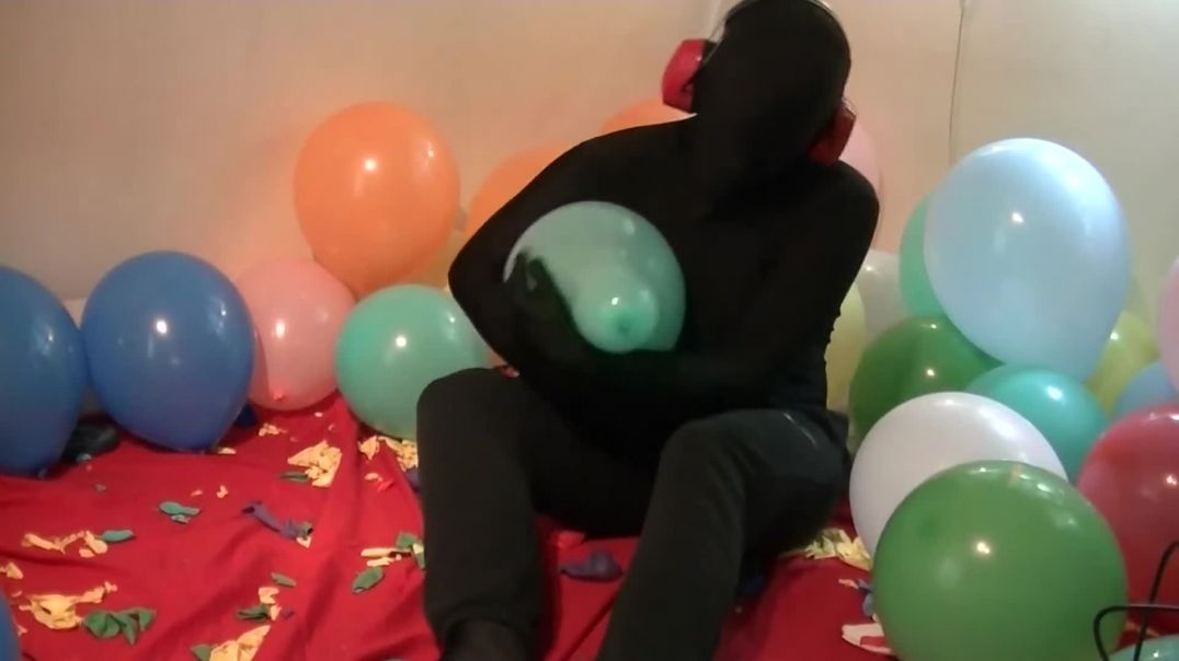 Popping Tons of Balloons (Ses 3, Vid 1)