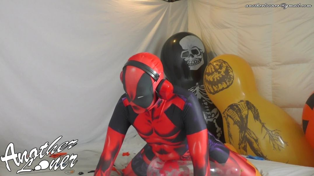 Popping Giant Doll Balloon and Finishing on Q36 - Halloween 2019 (Ses 26, Vid 9)