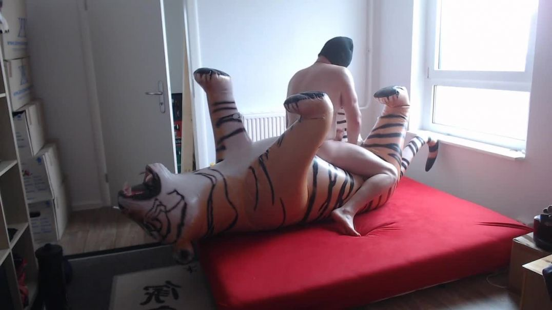 Jets Tiger ride and deflate