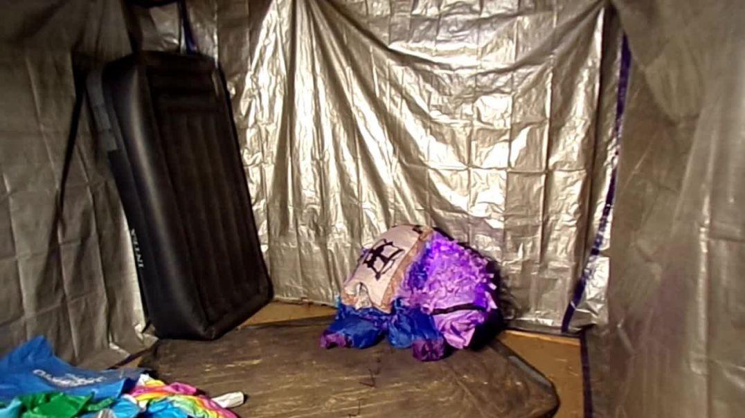 Inflating and deflating airblown Llama