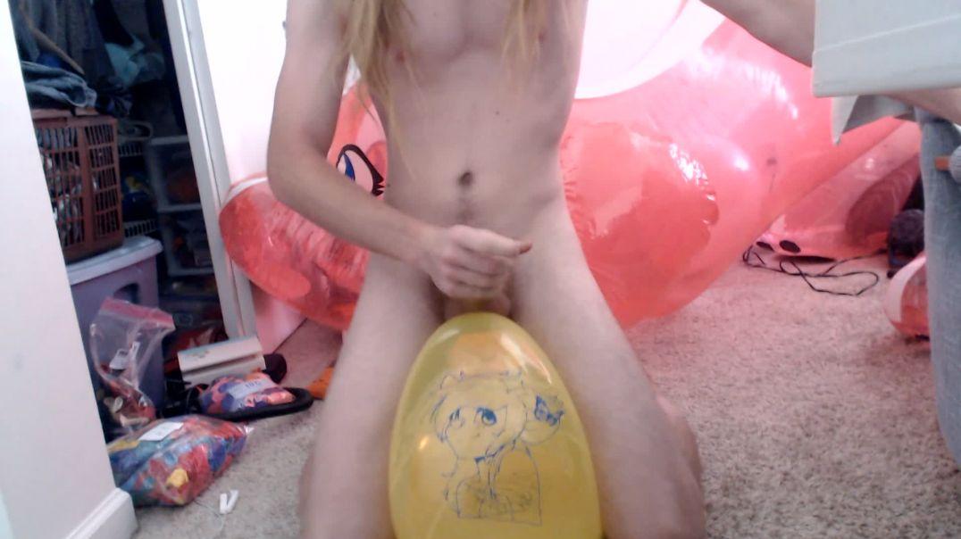 Deer balloon ride and pop