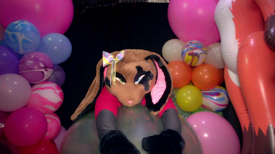 Nizo Bunny Rides and Deflates Giant Doll balloon
